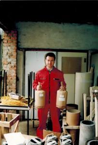 Andreas Ickelsheimer mit 210mm Zylinderbomben, 1996